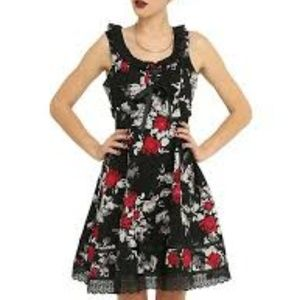 8cc4cb25757 HOT TOPIC Floral Ruffle Lace Up Dress Large